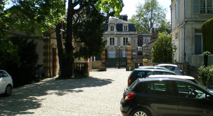 Parking hôtel Les Maréchaux, Auxerre